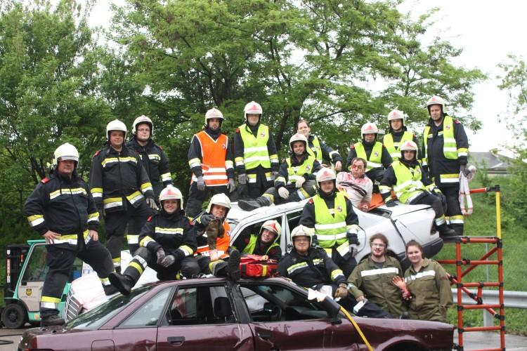 Freiwillige Feuerwehr Krems/Donau - Praxisseminar Menschenrettung aus KFZ im Frühling 2013